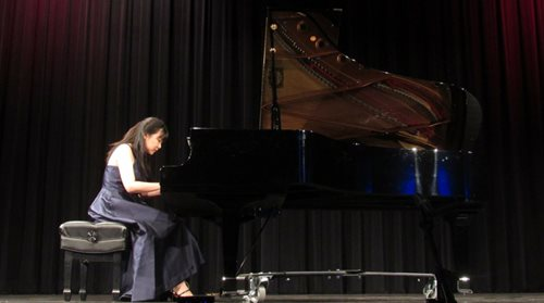 East Los Angeles College Music Student To Play In State Piano Competition